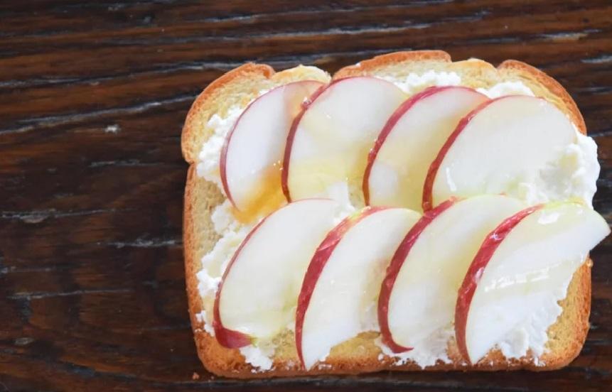 صبحانه با عسل و سیب
